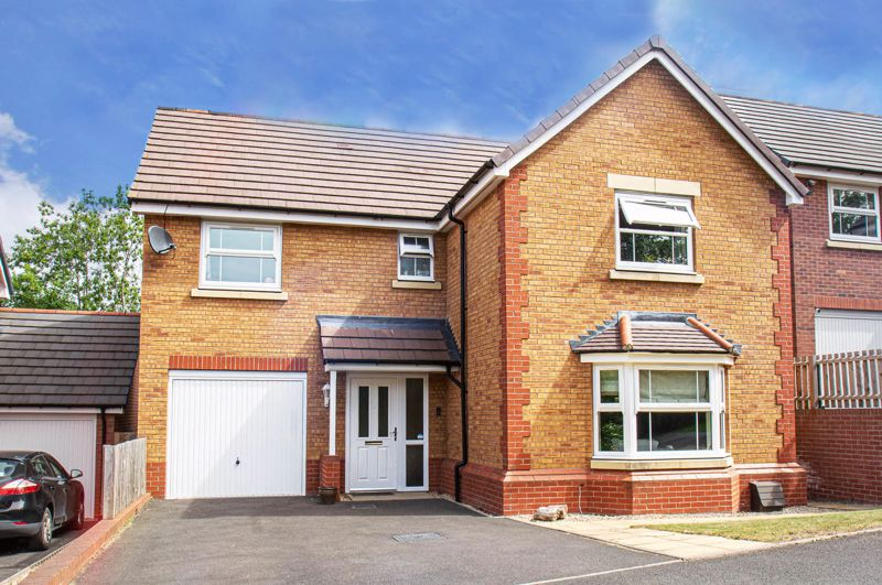 4 bed house for sale in Cross Furlong, Droitwich  - Property Image 1