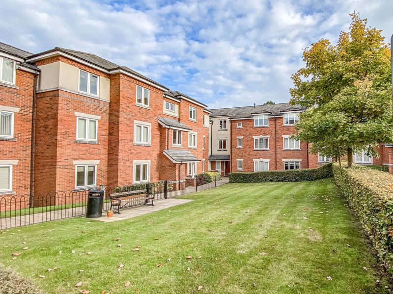 2 bed flat for sale in Stratford Gardens, Bromsgrove - Property Image 1