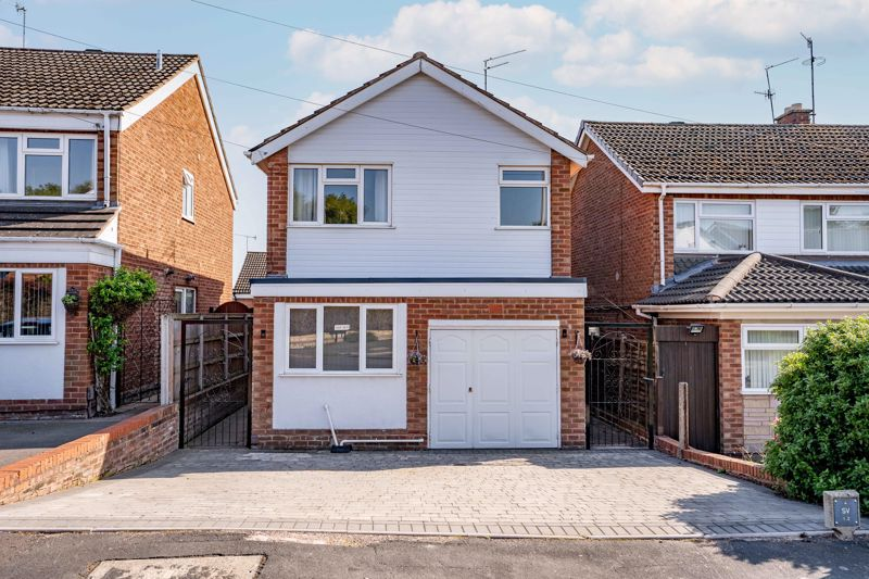 <br/><br/>A  well presented modern 3 bedroom detached property, offering a good standard of accommodation and in a popular location . Briefly comprising of Lounge Modern fitted kitchen, 3 good size bedrooms , Private rear garden, Garage , Double glazing and Gas central heating.