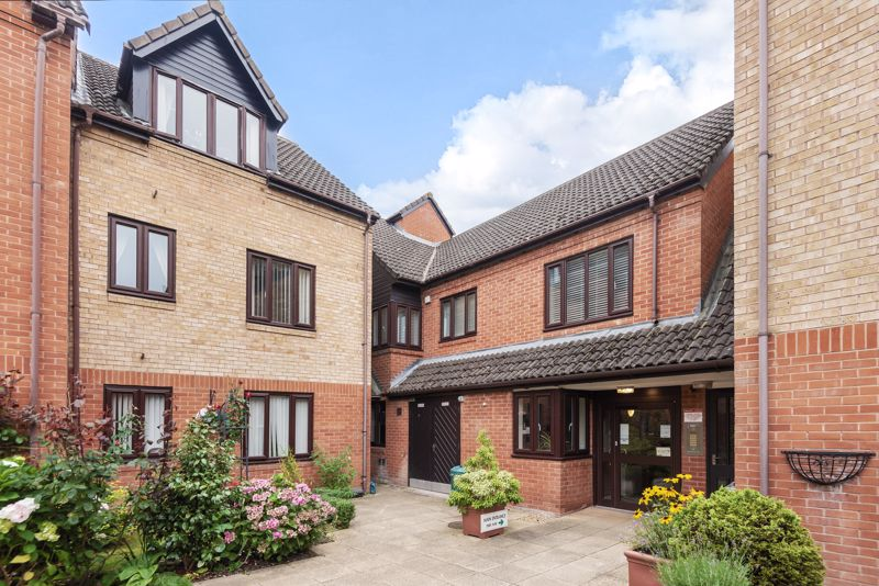 <br/><br/><p><span >A well-presented Upper floor, one-bedroom retirement apartment situated in the popular Kingfisher development complex in Droitwich for over 55's.</span></p><p><span >The property is accessed by a secure lobby and comprises of an entrance hallway with large storage cupboard, open plan lounge giving on to the fitted kitchen, with units and cupboards, inset sink and drainer, electric hob and extraction hood. Along the hall is the double bedroom having built-in double wardrobe, and the 3-piece bathroom with electric shower over the bath.</span></p><p><span >The property further benefits from having a call points to contact the development manager, 24-hour emergency call system, electric heating system and carpeting throughout.</span></p><p><span >Ideally situated within easy access to the town centre shopping, Waitrose, Droitwich Lido, and commuter routes to the M5 and across the region</span>.</p>