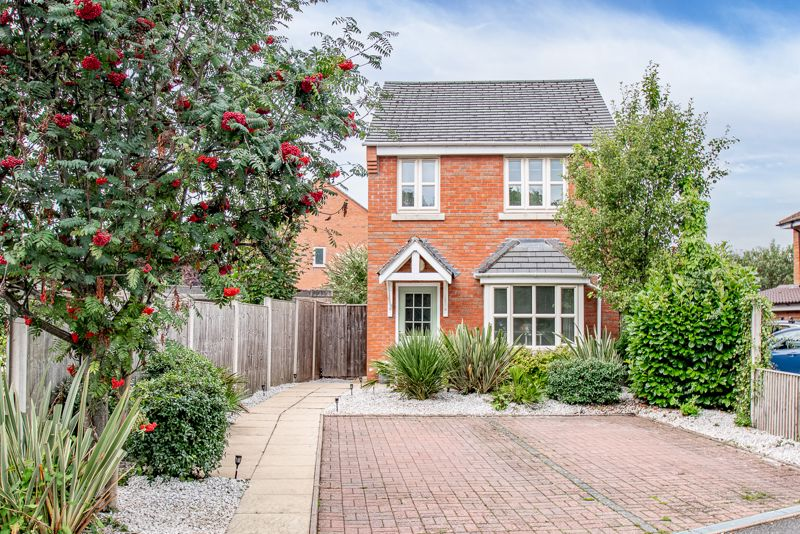 <br/><br/>A well presented, three bedroom, detached property, occupying a sought after location to central Bromsgrove and Sanders Park. <br/><br/>The internal layout briefly comprises: Entrance hall with stairs rising to the first floor landing, lounge with feature electric fireplace and bay window to front, further hallway, stylish guest W.C., light and airy open plan kitchen diner to rear, includes integrated fridge/freezer, gas hob, dishwasher, double oven, and double glazed French doors out to the rear garden.<br/><br/>Moving upstairs the first floor landing presents; Master bedroom with en-suite shower room and fitted wardrobes, well proportioned double bedroom two, also with integrated wardrobe, good sized bedroom three and a modern family bathroom.<br/><br/>Further benefits include: Gas fired central heating system, double glazing, off road parking for two vehicles to front and a well presented enclosed rear garden<br/><br/>The property is situated on the outskirts of Bromsgrove town enjoying convenient access to local amenities including shops, excellent private and state schools, town centre high street facilities, and leisure centres. Rail links are available from Aston Fields train station along with a variety of popular bars and restaurants, in addition to nearby major road links including the M5/M42 for ease of travel to surrounding areas.