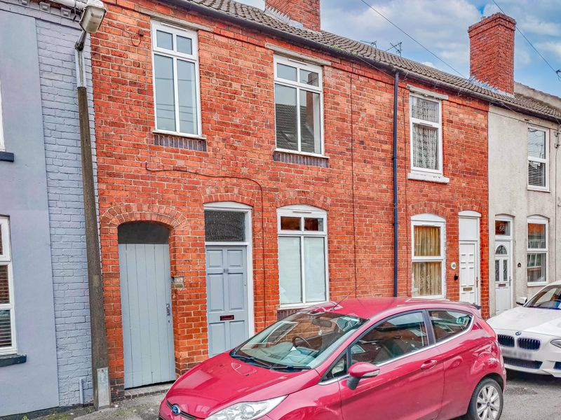 A particularly well-presented three-bedroom mid-terraced property with a good-size rear garden and ideally situated for nearby amenities and great transport links. <br/><br/>This property briefly comprises; A spacious first reception room with under stairs storage, a nicely fitted and good-size kitchen/diner which provides an integrated oven and four-ring burner hob, as well as a freestanding; washer/dryer, and under counter fridge with icebox. <br/><br/>On the first floor of this property are three bedrooms; Bedroom one which is a double and benefits from built-in storage, and bedrooms two and three which are good-sizes with space for wardrobes. Lastly on the first floor is a family bathroom with a bath and overhead shower.<br/><br/>Externally and to the rear of the property is a well-maintained mainly laid to lawn garden with planting borders running along the edges, and side access which provides access to the front of the property.<br/><br/>This property is ideally located for commuters due to its close proximity to Manor Way, leading to the M5 and Birmingham. Shops and amenities can be accessed nearby, as well as in Halesowen town which provides access to supermarkets and bus routes to Merry Hill and Birmingham. For families, there is a range of local schooling for all ages.