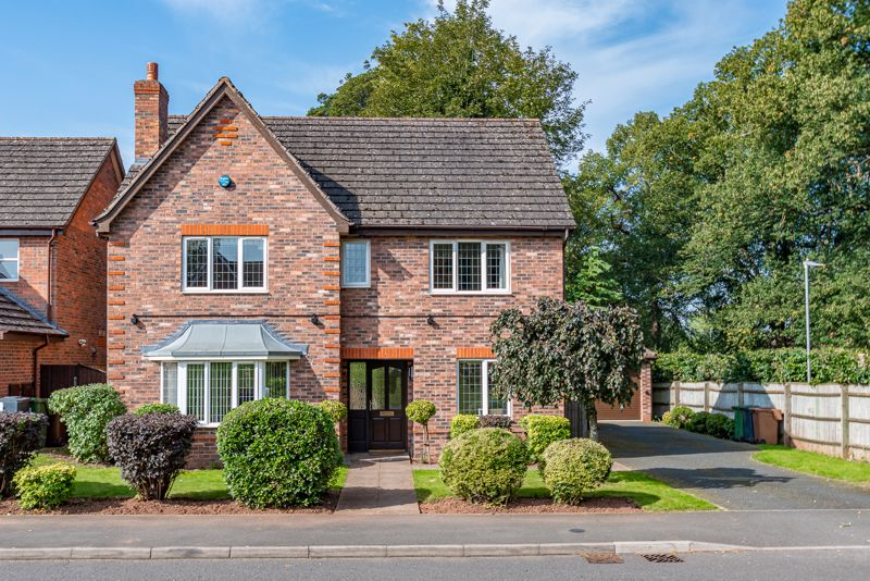 <br/><br/><p><span >An executive four bedroom detached family, home occupying a prime corner plot within the highly regarded and modern Woodland Grange development in Bromsgrove.</span></p><p><span >The generous accommodation briefly comprises: Entrance hall, sizable lounge with feature bay window, formal dining room, generous kitchen/diner which is due to be re-fitted in January with a high spec contemporary kitchen and flooring complete with a range of integrated appliances, utility room with external side access door, modern ground floor W/C and office room.</span></p><p><span >Moving upstairs the first-floor landing establishes a well-proportioned master bedroom with fitted wardrobes and a re-furbished modern en-suite fitted in September 2020, benefitting from free standing bathtub and separate shower, an additional three generous bedrooms all with integrated storage and a modern family bathroom providing shower over bath.</span></p><p><span >Additional features include fitted alarm systems to both main house and detached garage, part boarded loft storage space along with double glazing and gas central heating throughout.</span></p><p><span >At the rear of the property boasts a generous well-maintained garden providing initial paved patio to lawn with fenced boundaries and side door into the detached garage which offers fitted electrical sockets and lighting. A side gate provides access to the impressive frontage with its mature planted fore garden and extensive driveway for off-road parking. </span></p><p><span >The property with its fantastic kerb appeal sits in a sought-after area of Woodland grange nearby to open playing fields, one-mile North of Bromsgrove, ideally placed for both private and state schooling, local shops and convenient commuting access to both M42 & M5 junctions.</span></p>