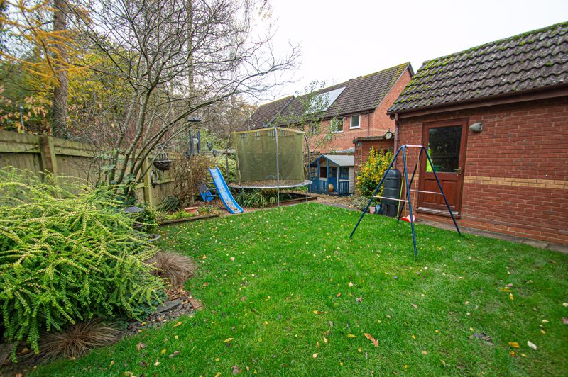 4 bed house for sale in Harlech Close, Worcester  - Property Image 16
