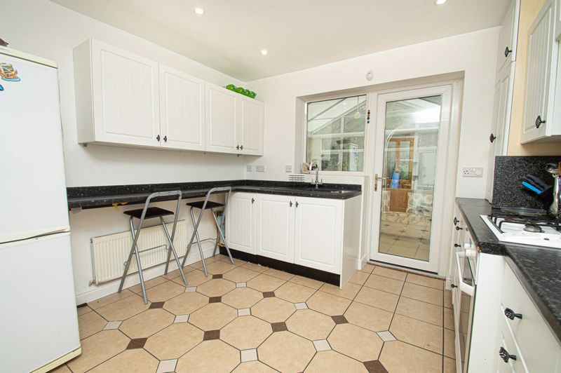 4 bed house for sale in Harlech Close, Worcester 5