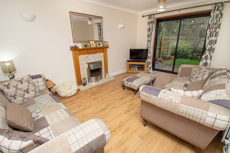 4 bed house for sale in Harlech Close, Worcester 1