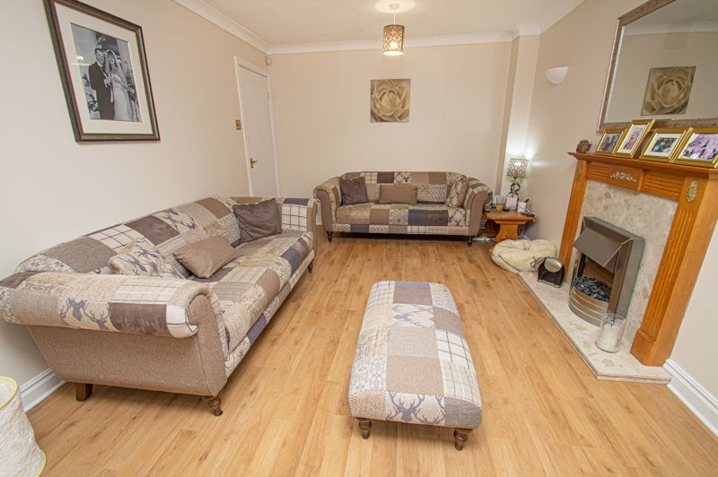 4 bed house for sale in Harlech Close, Worcester  - Property Image 3