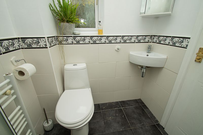 4 bed house for sale in Harlech Close, Worcester  - Property Image 10