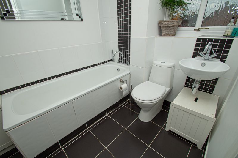 4 bed house for sale in Harlech Close, Worcester  - Property Image 14