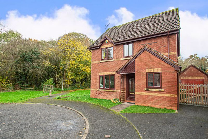 4 bed house for sale in Harlech Close, Worcester  - Property Image 1